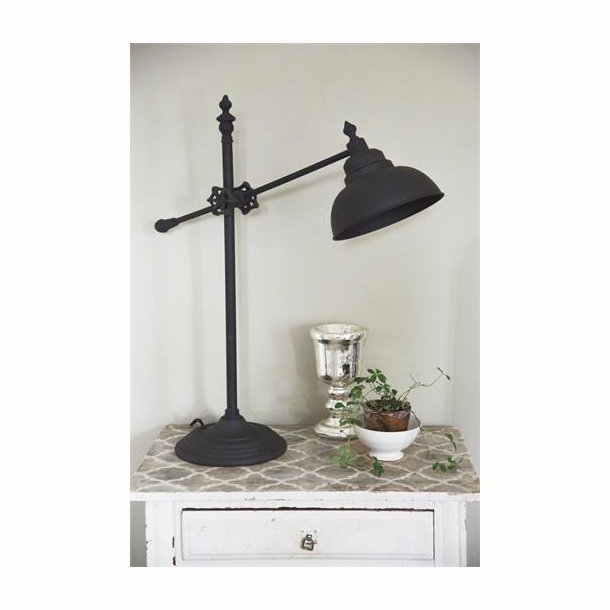 Bordlampe med mørk metal finish